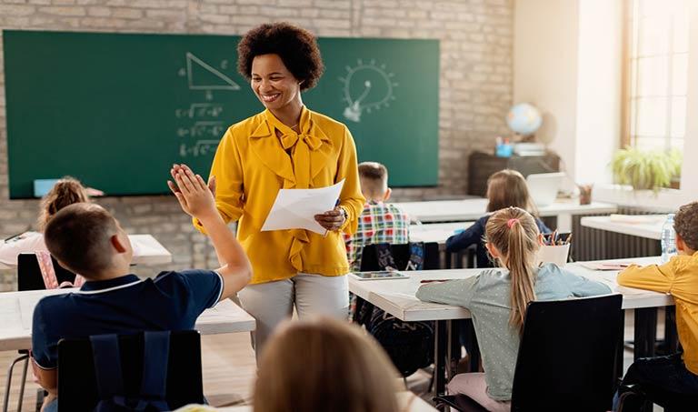 مبانی نظری و پیشینه تحقیق خودکارآمدی معلمان
