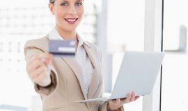 مبانی نظری و پیشینه تحقیق تجارت الکترونیک